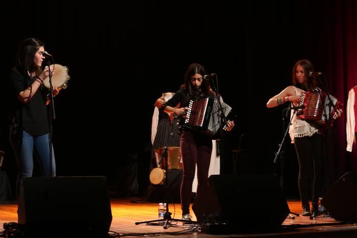Herriko zein kanpoko musikarien doinuak Oñatiko Trikiti Egunean
