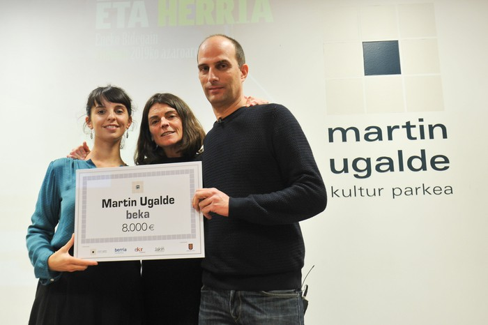 Martin Ugalde beka MUko Ainhoa Larrañaga, Eneko Bidegain eta Zuriñe Maguregi irakasleendako