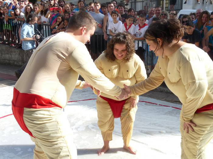 Iazko balorazioa irakurri eta aurtengo San Pedro jaiak prestatzen hasi dira Kultura Mahaian