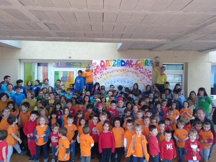Kolore biziak Elgetako Herri Eskolan LGBTfobiaren aurkako nazioarteko egunean