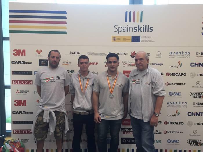MAIko ikasleek zilarrezko domina SpainSkills 2015eko mekatronika alorrean