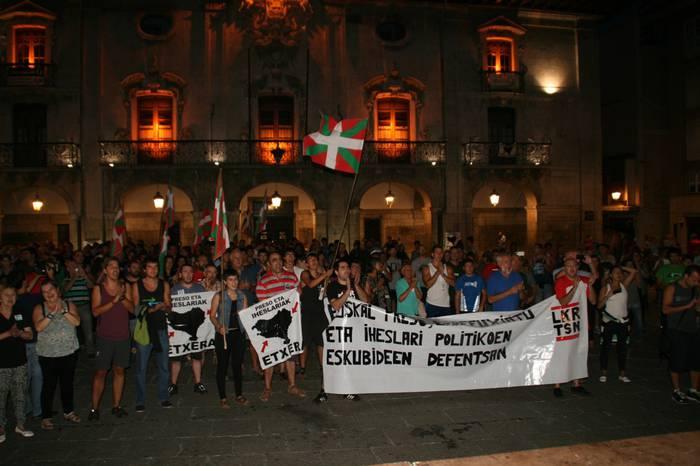 Sorterrira itzuli eta Elkartasun eguneko manifestazioarekin bat egin dute bi iheslarik