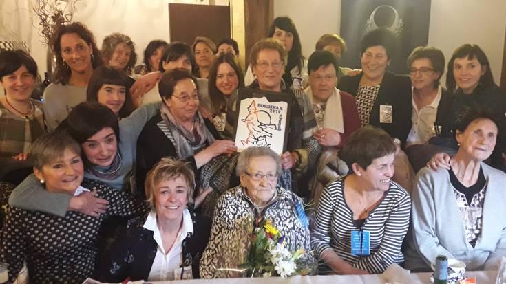 100 urte beteko dituen Matilde Arrese omendu du Sorginak Emakume Taldeak