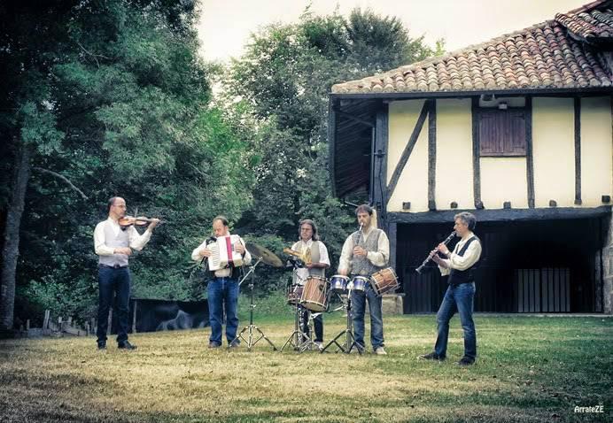 Ordago Folk taldeak emanaldi lasaia eskainiko du Iturrieta kanpoaldean
