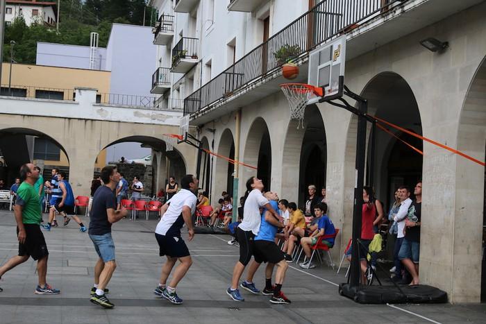 Uztaipeko ikuskizuna Aretxabaletako Herriko Plazan - 7