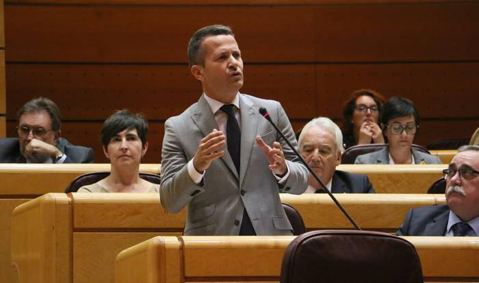 """Bildarratzek Pedro Sanchezi galdetu dio """"nola nahi duen Estatu batengan konfiantza izatea Gobernuak bere legeak betetzen ez dituenean"""""""