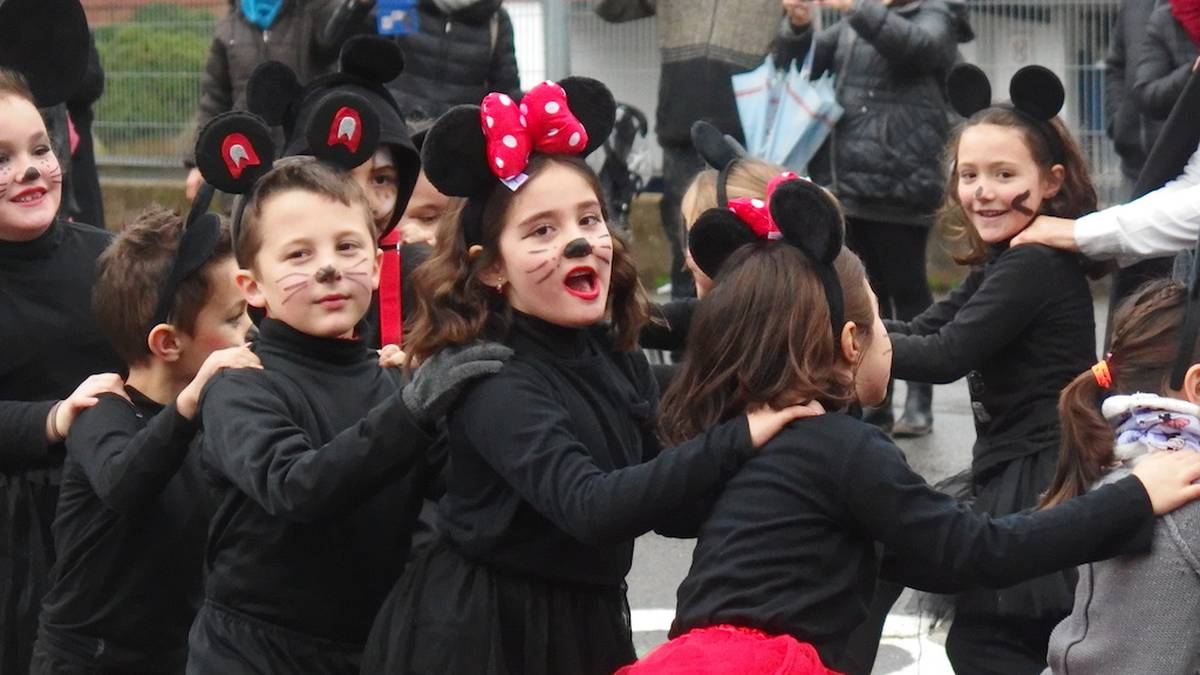 Aratuste-martitzena giro ederrean ospatu dute Bergarako San Martin eskolan
