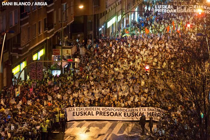 Presoen eskubideen aldeko manifestazioak Bilboko kaleak bete ditu