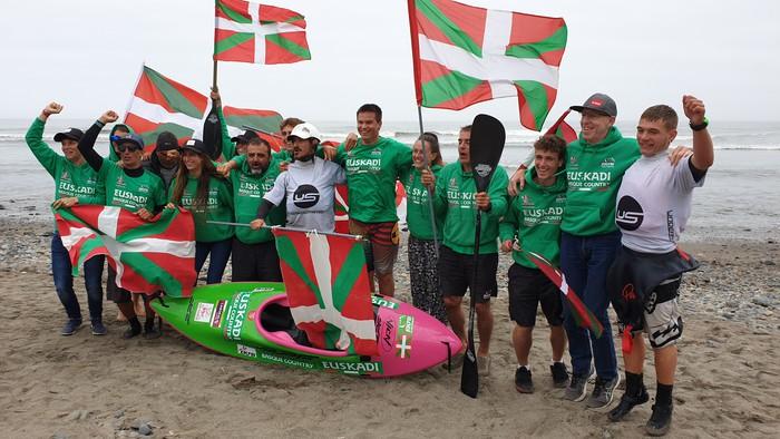 Oskar Martinez kide den kayak-surfeko Euskal Selekzioa seigarrenez munduko txapeldun