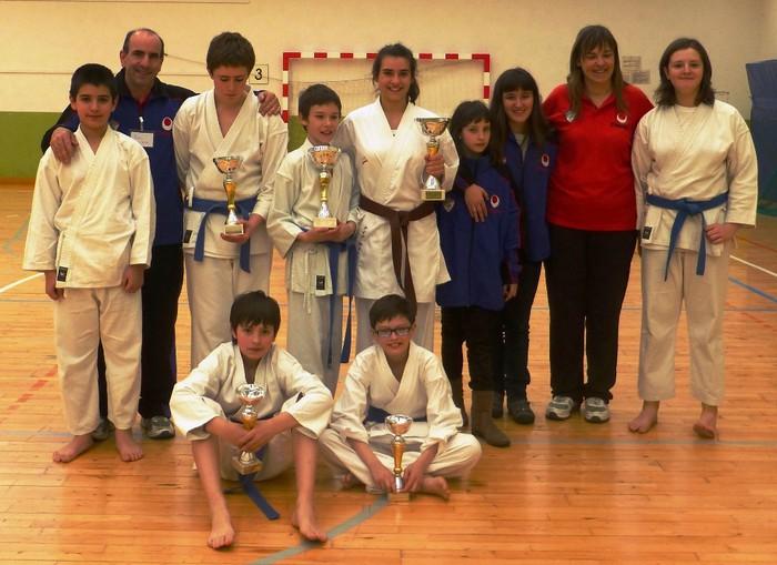 Bost domina Aloña Mendiko karatekentzat