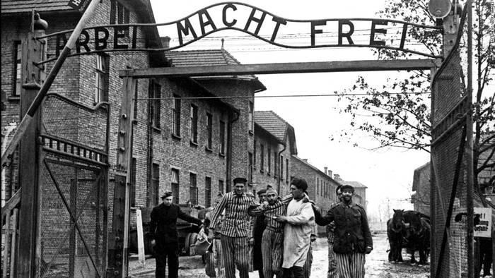 Holokaustoko biktimak gogoan, Arrasateko Udalean