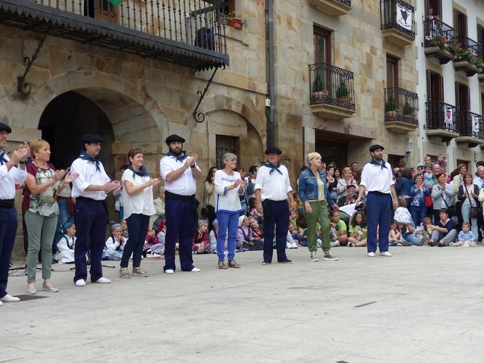 Txupina botaz eta ikurrin dantzarekin jaietan dira Antzuolan - 45