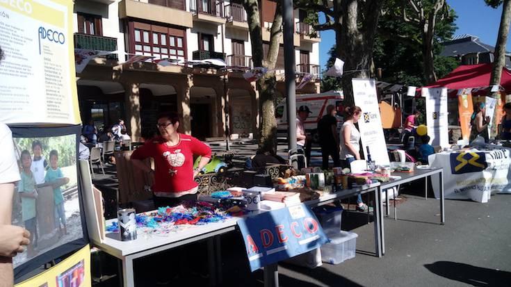Azoka solidarioa egin du lehenengoz, Mariaren Lagundiak