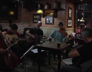 Arragoa Folk Taldearen emanaldia Bergarako Galway´s Irish Pub-ean