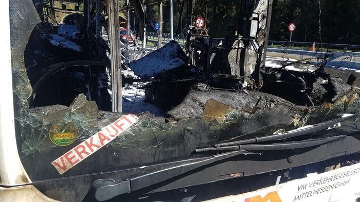 Autobus bat su hartuta Arrasaten - 12