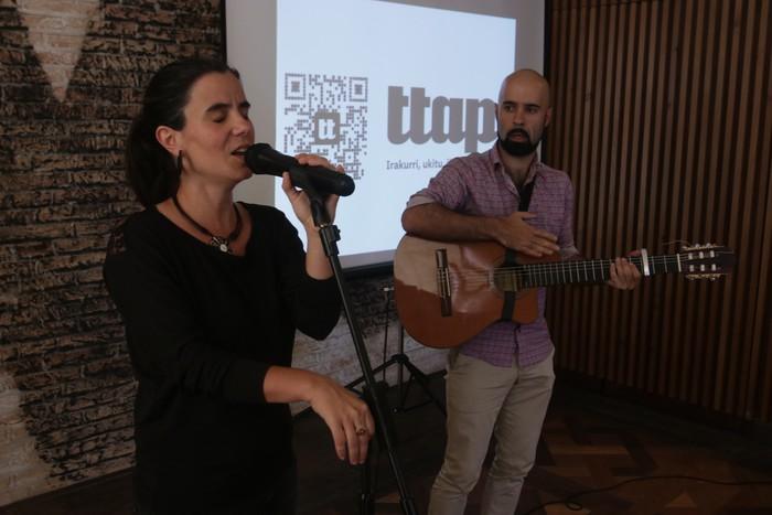'Ttap' aldizkaria ezagutzeko jende asko elkartu da Donostian - 34