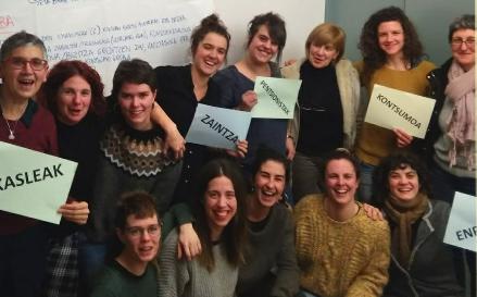 30 emakume hasi dira Oñatiko M8 greba antolatzen