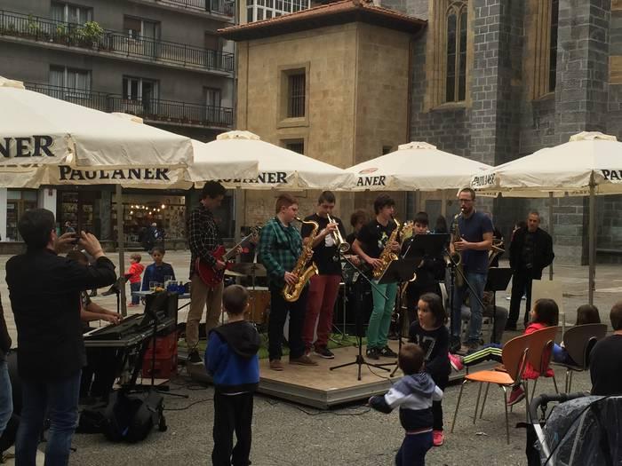 Musika kalera aterako du Arrasate Musikalek