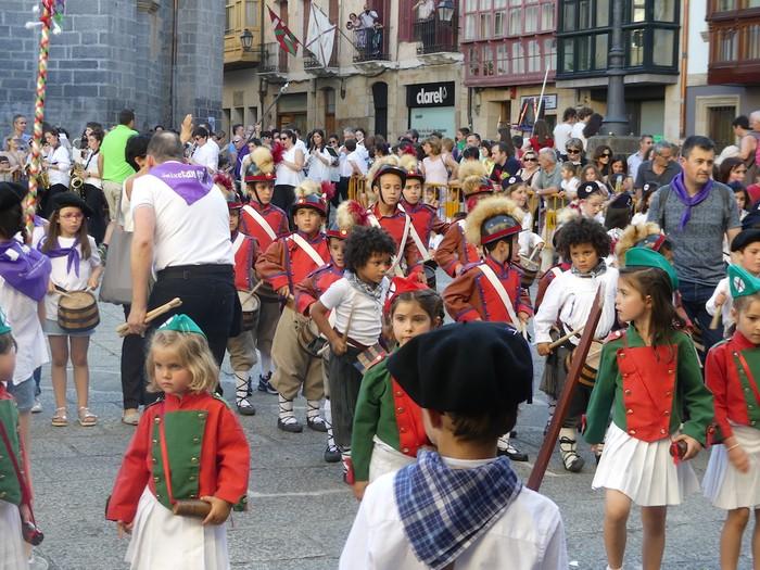 Txikitxoenek San Juan festetan murgildu dute herria - 23