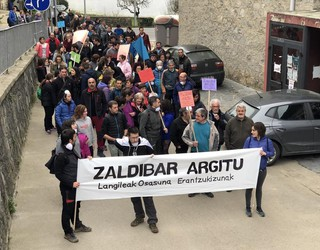 Elgetatik Zaldibarrerako manifestazioa iruditan