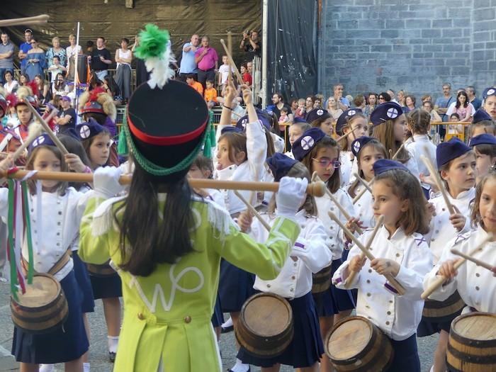 Txikitxoenek San Juan festetan murgildu dute herria - 46