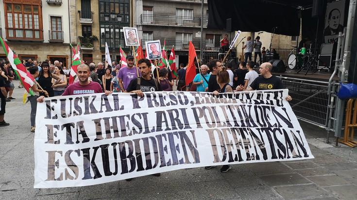 Elkartasun Eguneko manifestazioa argazkitan