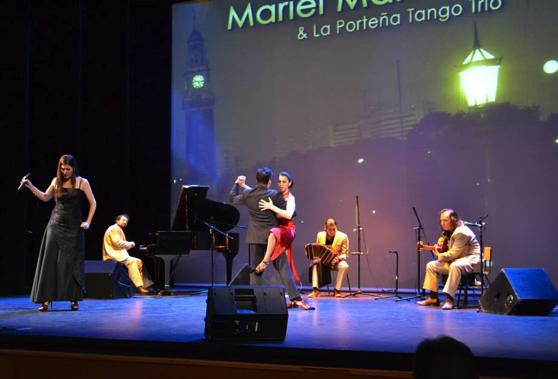 Argentinako tangoaren pasioa, zapatuan, Espaloia kafe antzokian
