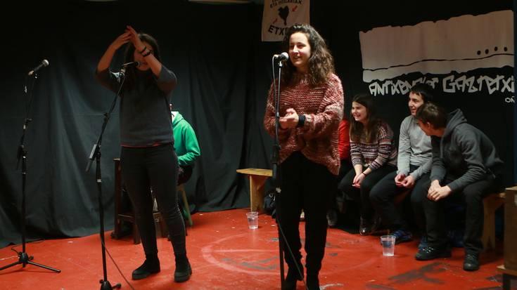 'Bertso Berriak, Elkarri Jarriak' bertso saioa argazkitan