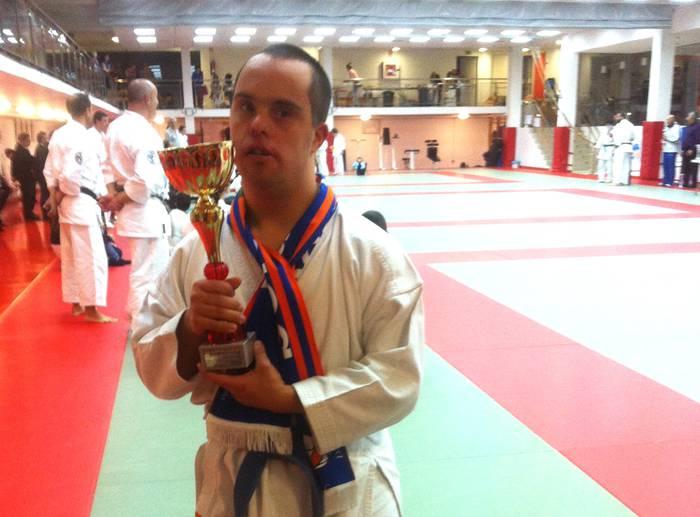 Alex Elortondo karate jokalariak lan bikaina egin du Donostian jokatutako nazioarteko txapelketan