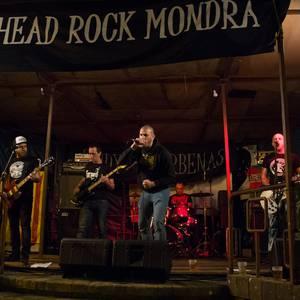 Buzkantza usaina eta rock doinuak Garagartzako jaietan