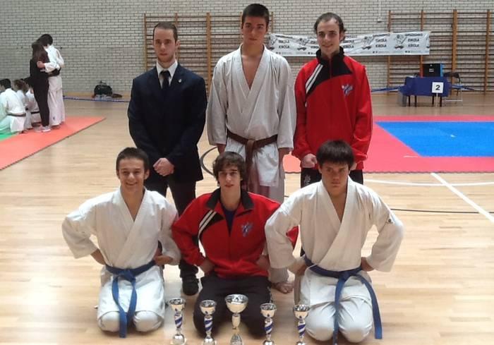 Andoni Martin Gipuzkoako karate txapelketako txapelduna Azkoitian, kadete mailan