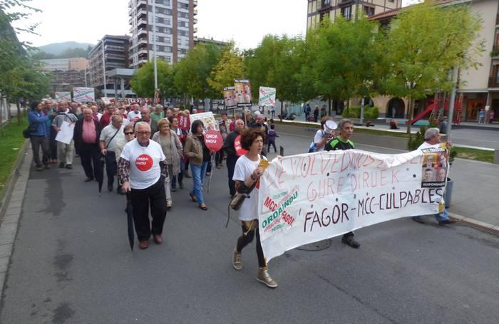 Mondragon korporazioari negoziatzera jartzea eskatzeko manifestazioa egin du Ordainduk