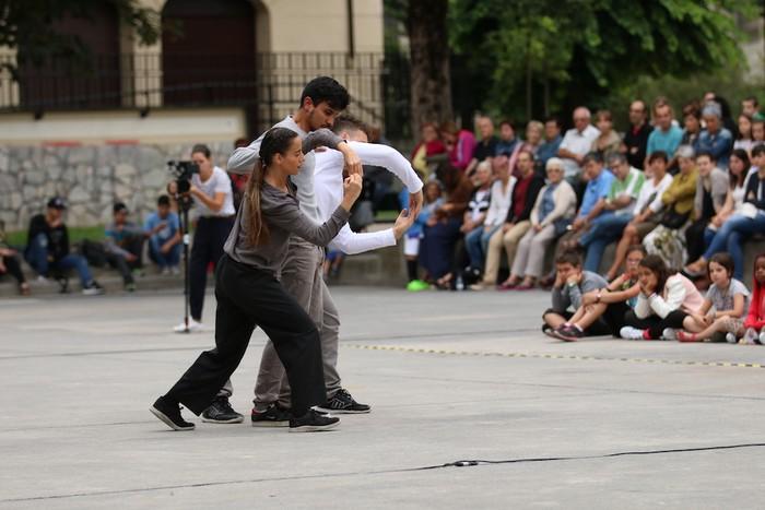 Gizarte utopiko baten dantza futurista - 27