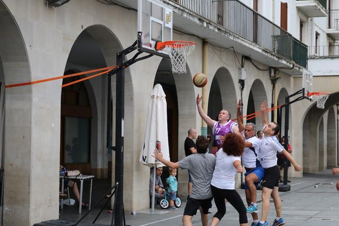Uztaipeko ikuskizuna Aretxabaletako Herriko Plazan - 25
