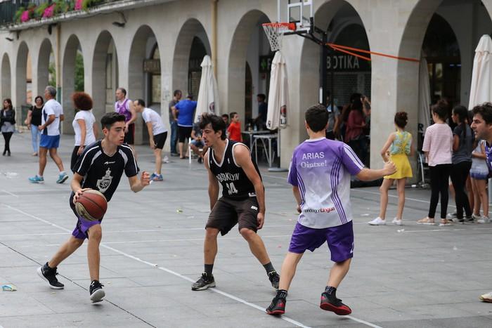 Uztaipeko ikuskizuna Aretxabaletako Herriko Plazan - 21