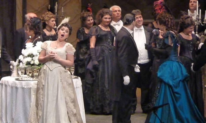 Donostiara 'La Traviata' ikustera joateko autobusa
