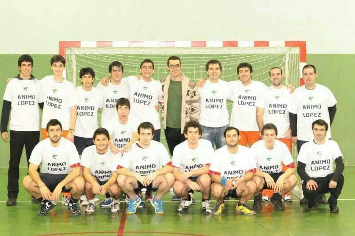 Euskadiko txapelketarako igoera fasean dago Aloña Mendiko eskubaloi taldea