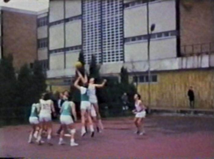 1968an jokatutako lehen saskibaloi partidua gogoratzeko lanetan