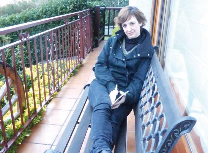 """Amaia Artola: """"Dementzia duten gaixoen zaintzaileei galdutako indarra emateko tresna da"""""""