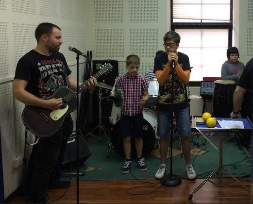 Xabier Arrillaga omentzeko rock kontzertua bihar