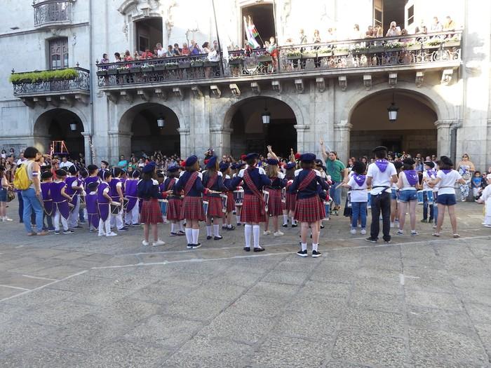 Txikitxoenek San Juan festetan murgildu dute herria - 36