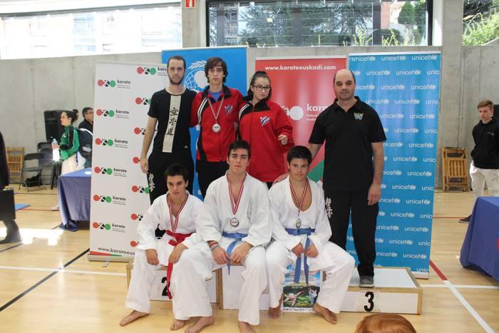 Euskadiko Karate Txapelketak txapelduna ere utzi du etxean, Eneko Calvo