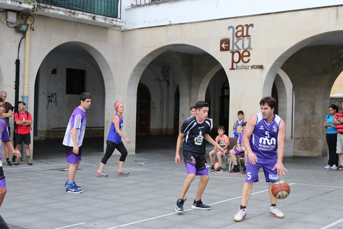 Uztaipeko ikuskizuna Aretxabaletako Herriko Plazan - 27