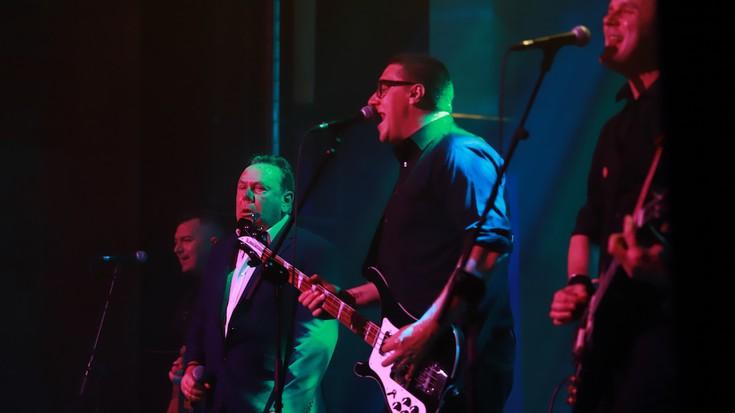 The Godfathers taldeak rock doinuz bete du Seminarioa