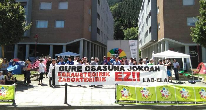 Osasungintzako sindikalistak batu dira errauste plantaren aurkako protestara
