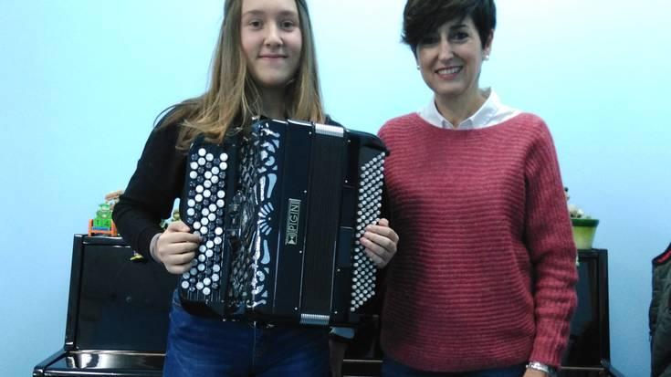 Gipuzkoako akordeoi jaialdian hartuko du parte Maddi Santa Cruz oñatiarrak