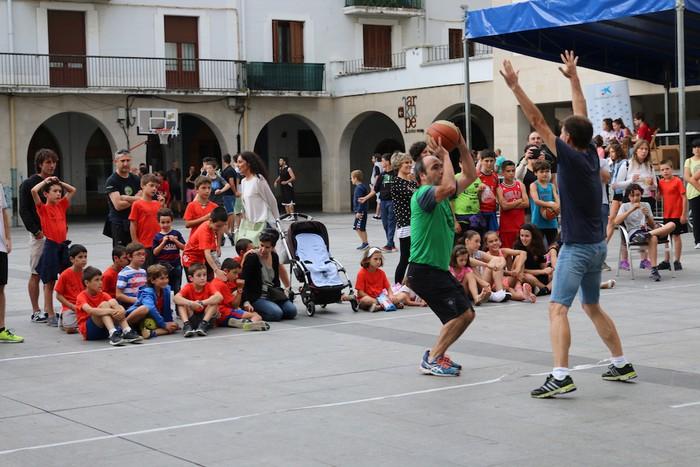 Uztaipeko ikuskizuna Aretxabaletako Herriko Plazan - 10