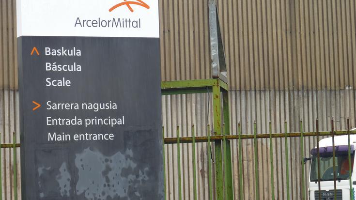 41 lanpostu ez suntsitzeko negoziatzen jarraituko dute Arcelor Mittal Bergaran