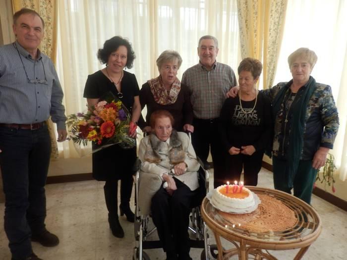Mari Paz Zubialdeak 101 urte bete ditu