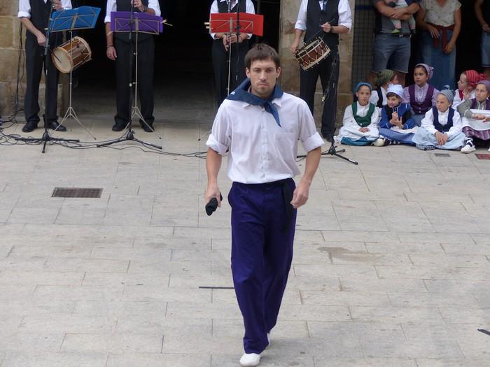 Txupina botaz eta ikurrin dantzarekin jaietan dira Antzuolan - 36